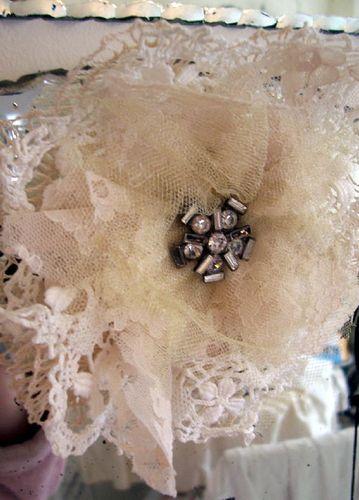 Creme fleur brooch1