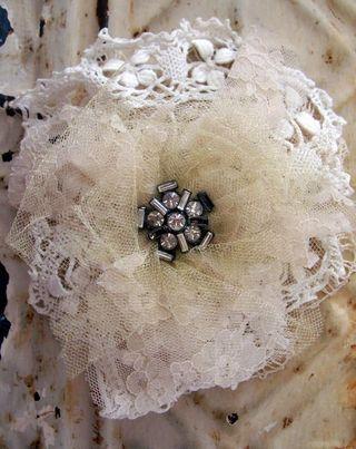 Creme fleur brooch2
